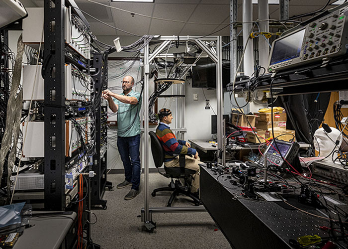 Advanced Optics and Photonics Laboratory